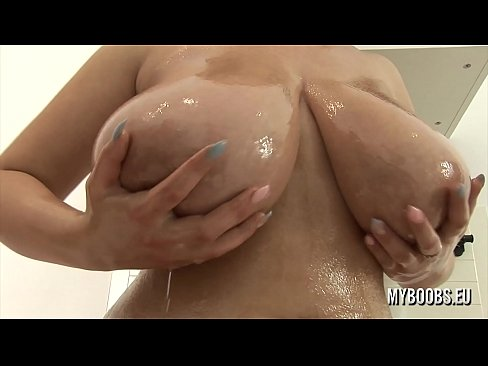 Alexsis Faye Oiled Her Huge Tits And Pussy